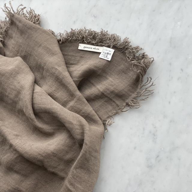 「ストール」でアラフォーの夏コーデをブラッシュアップ! 冷房対策にもおしゃれにも効くストールの取り入れ方  40代ファッション_1_15