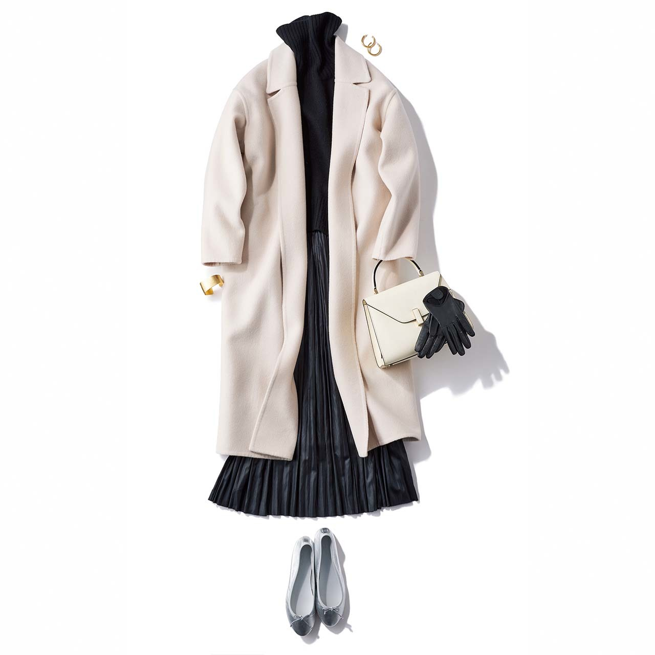 コート×ニット×プリーツスカートコーデを着たモデルの高垣麗子さん