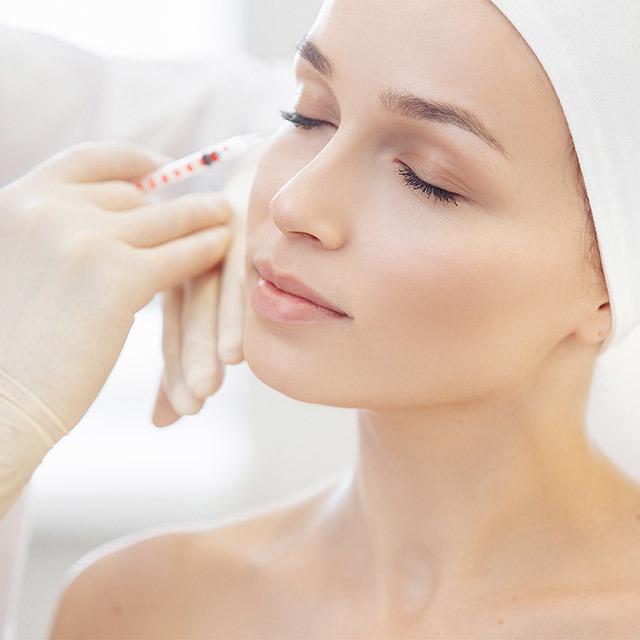美容医療の施術を受ける美女