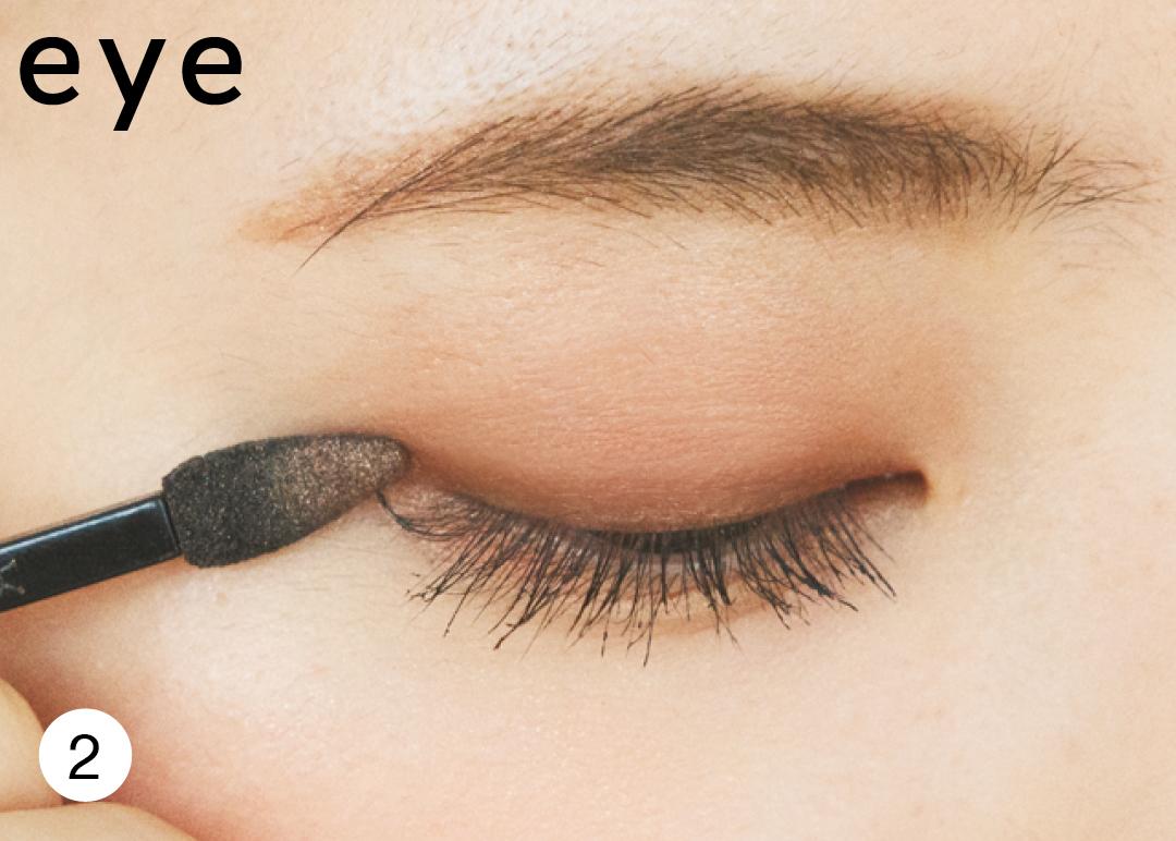 【時短メイク】ブラウンアイシャドウで目&眉を一気にメイクする技を公開!_1_4-2