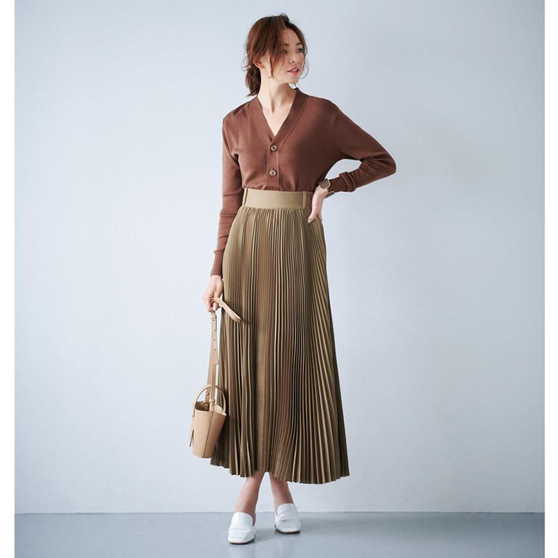 ブラウンスカート×白ローファースリッパコーデ