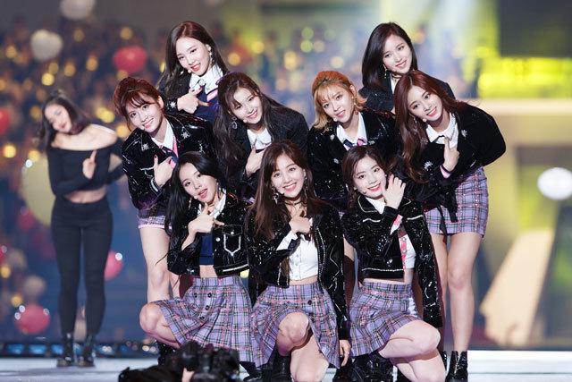 """アジア最大級の音楽授賞式""""MAMA""""が無事終了。 """"TWICE""""、""""EXO-CBX""""、""""Wanna One""""が日本のステージで躍る‼_1_5"""