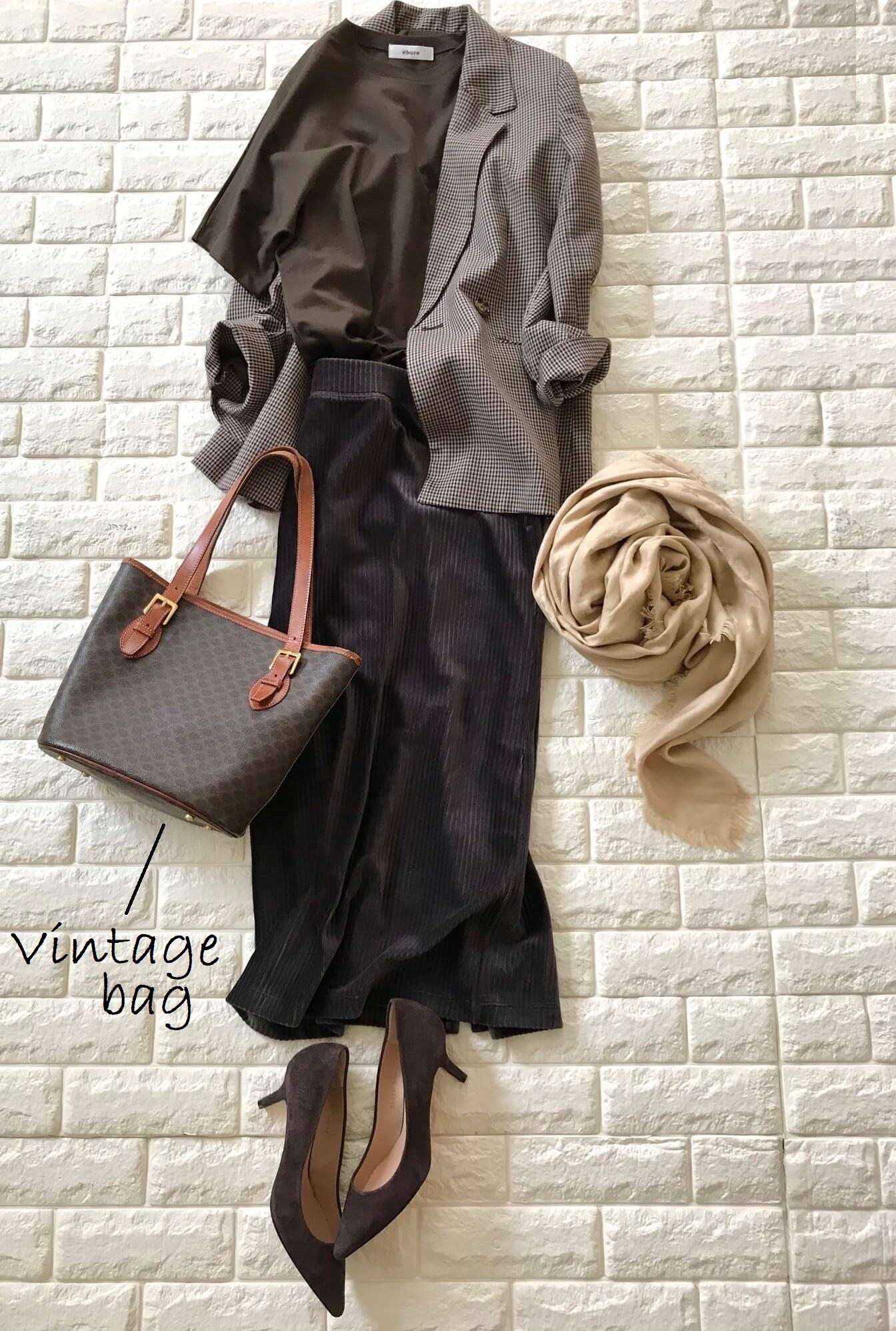 セリーヌのヴィンテージバッグにジャケットを合わせたコーデ