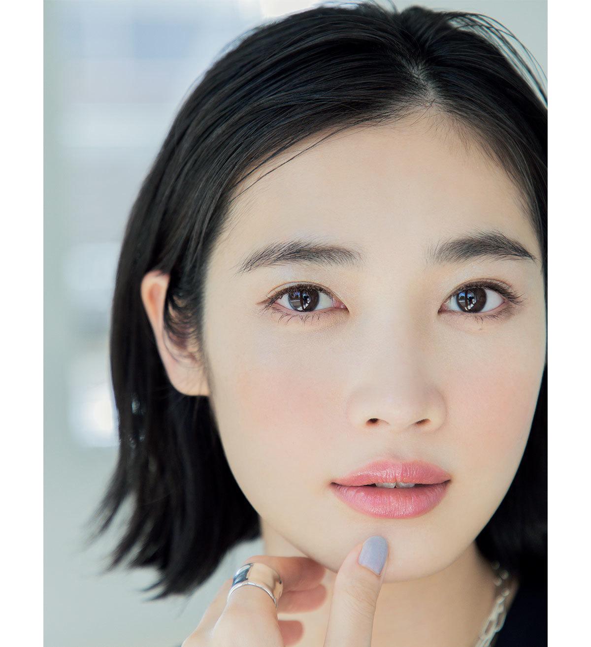 モデル/林田岬優 チークとリップでつくる「血色メイク」でクリアな肌を強調