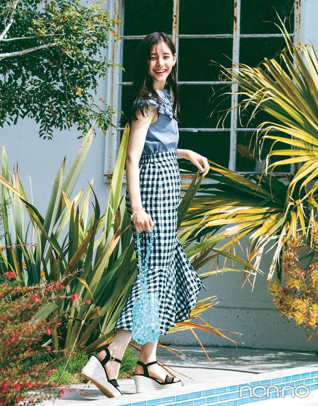 新木優子がこの夏着たいギンガムチェックスカート