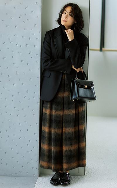 ウールスカートのブラックベースコーデのRINA