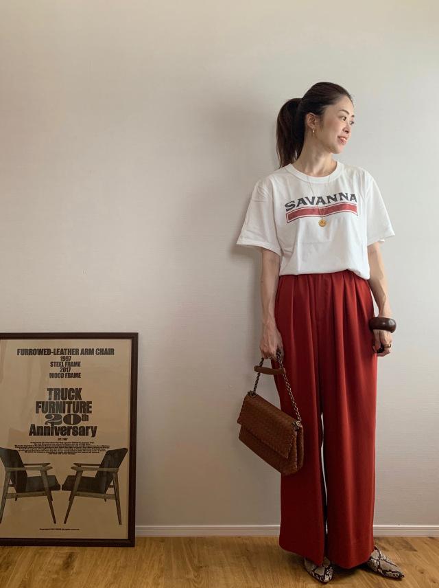 40代にベストなロゴTシャツとは? 大人に似合う夏の最旬ロゴTシャツコーデまとめ|美女組Pick up!_1_27-1