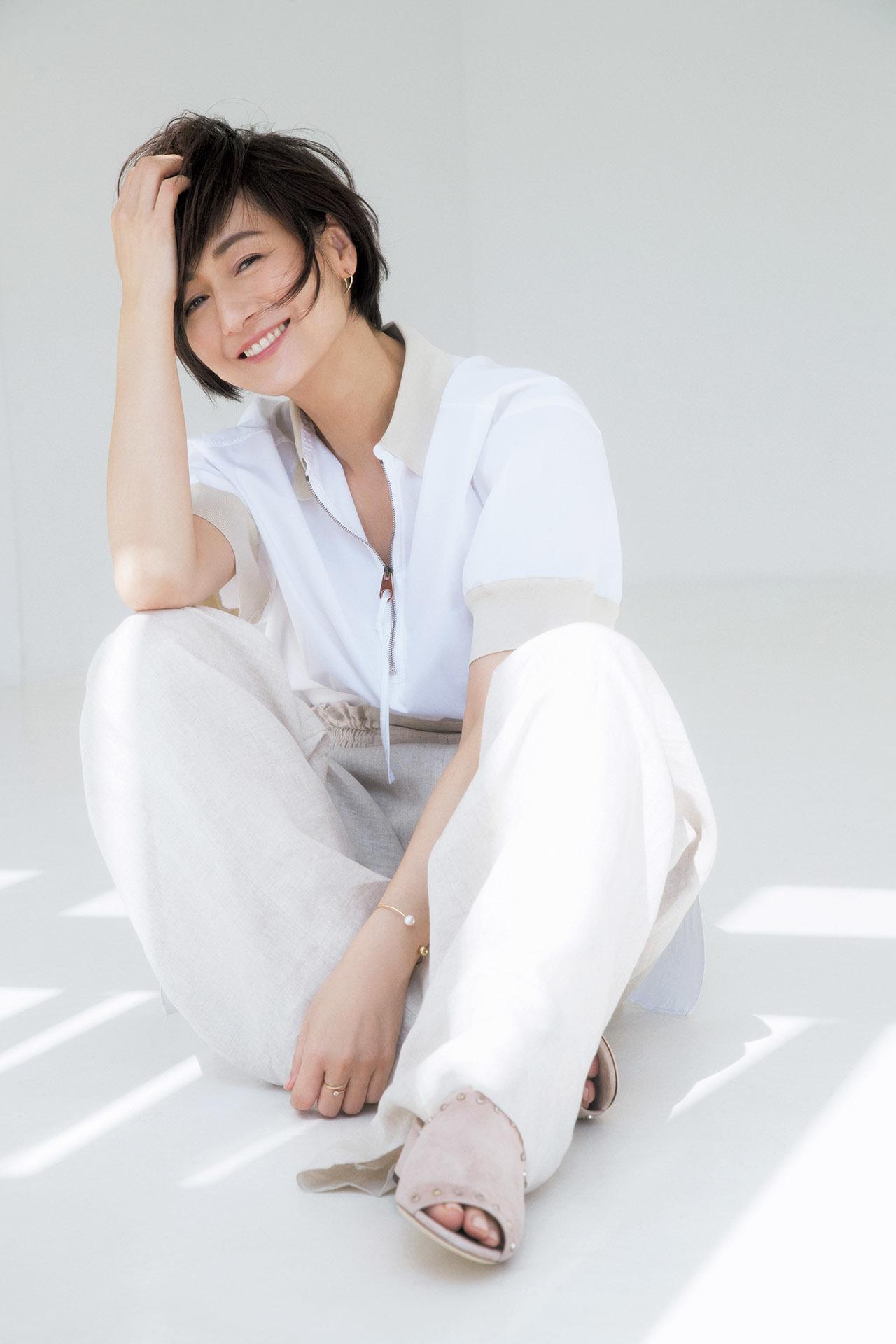 大人の初夏はこの素材から!富岡佳子、麻のパンツに魅せられて 五選_1_1-2