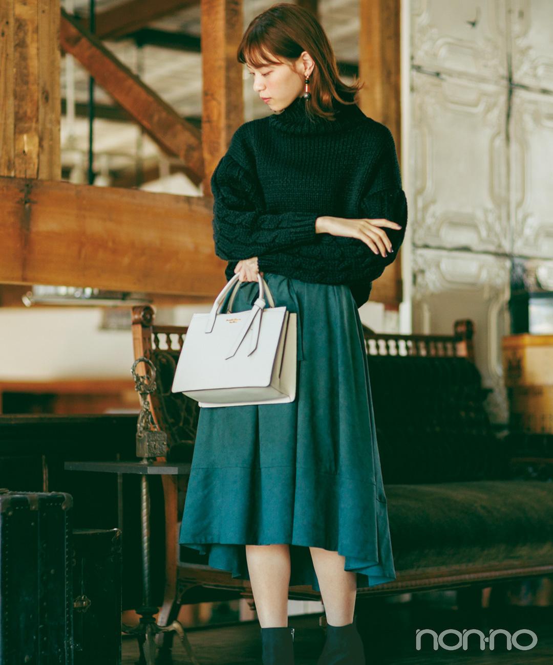 【フレアスカートコーデ3】黒ニット×フレアスカート