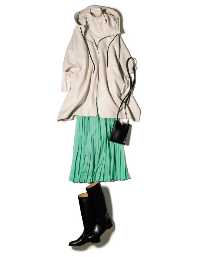 コンサバなプリーツスカートは心躍るグリーンでカジュアルに
