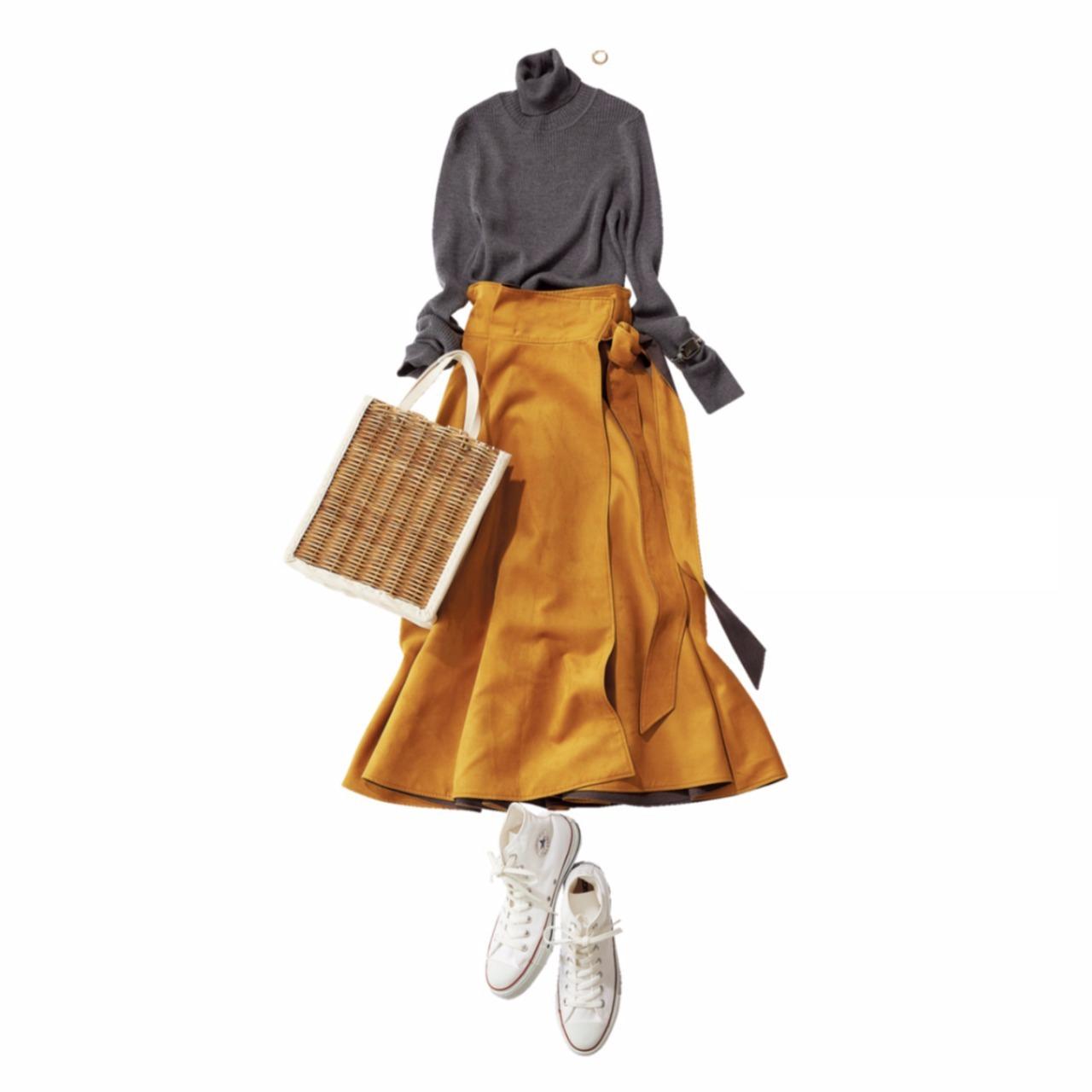 白コンバースのハイカットスニーカー×グレーニット&スカートのファッションコーデ