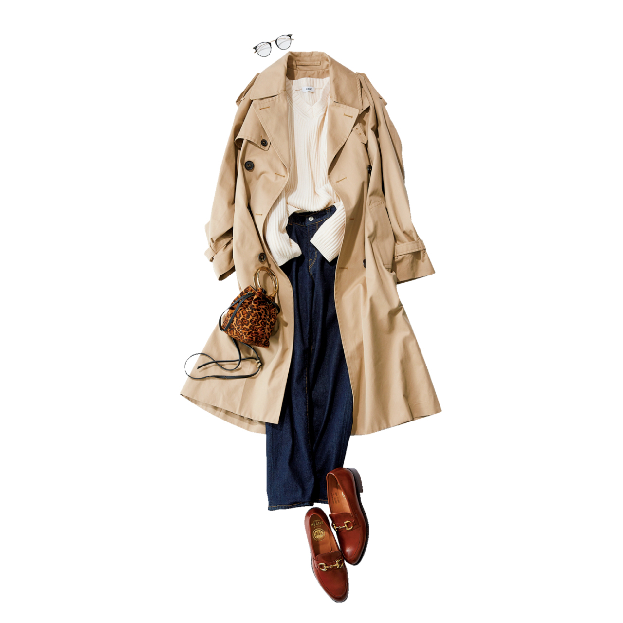 ベージュのトレンチコート×白ニット&デニムパンツのファッションコーデ