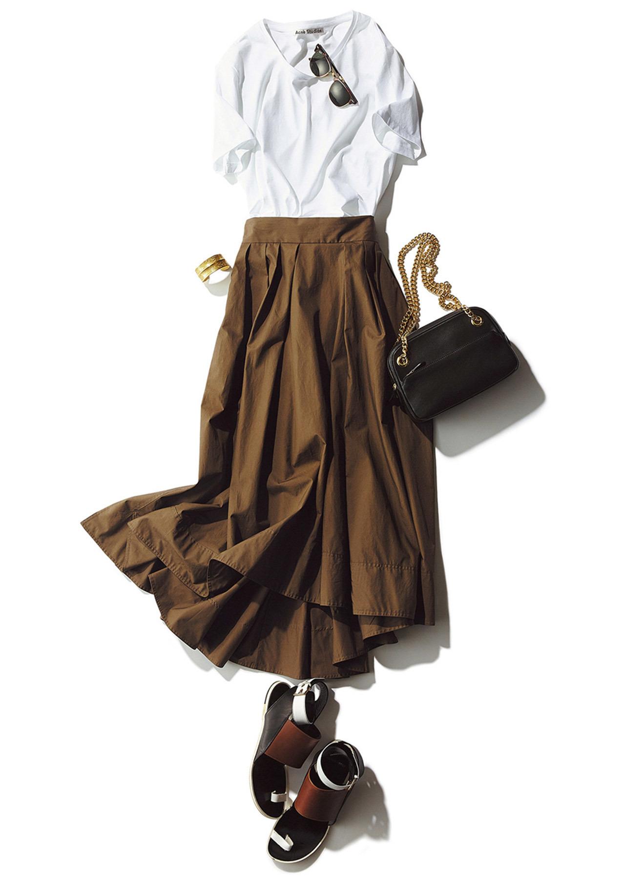 白Tシャツ×スカートコーデ