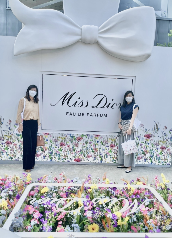 濃ベージュシャツで 華組の豊田真由美ちゃんとMiss Dior Exhibitionへ。_1_6
