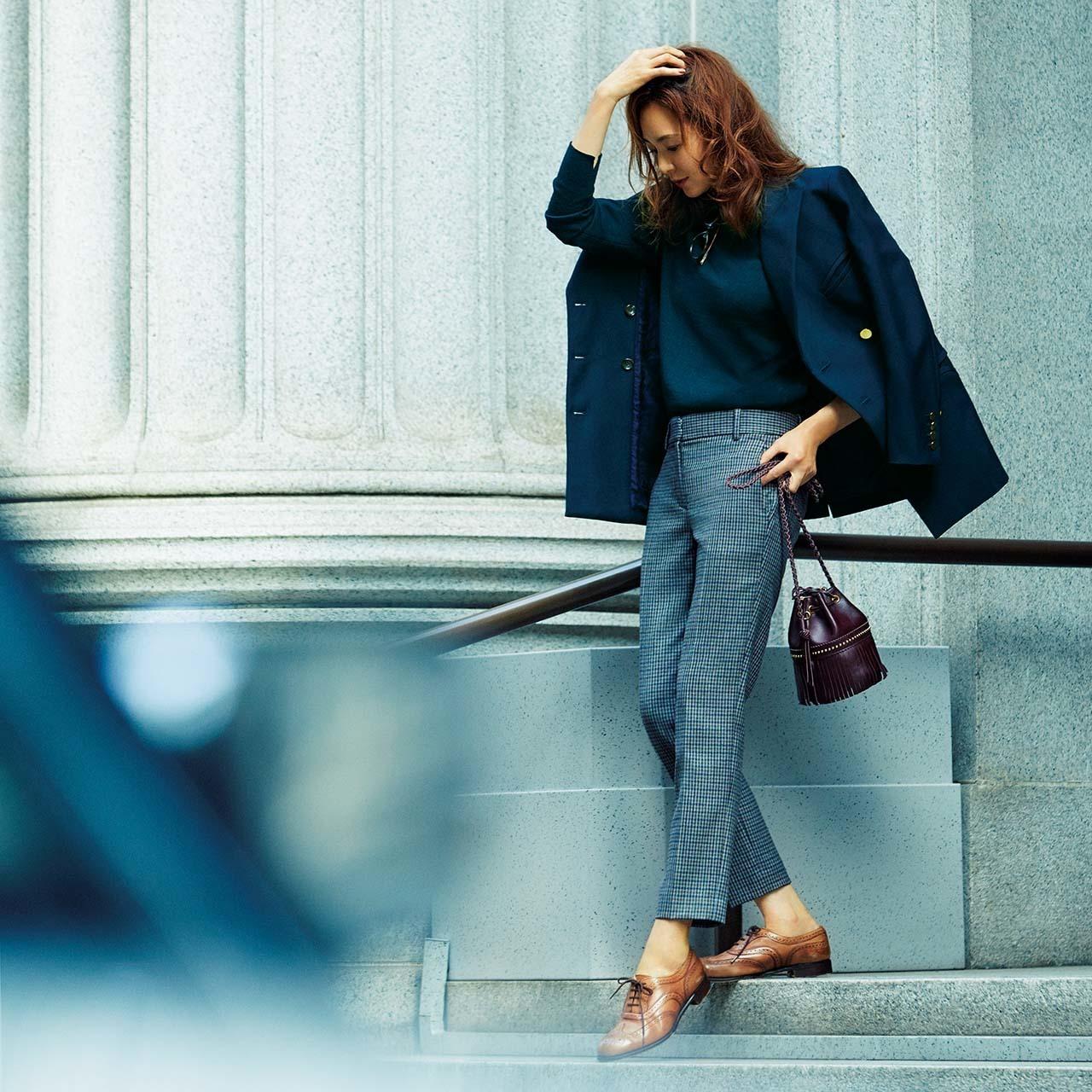 ファッション 細身パンツ×紺ブレコーデ