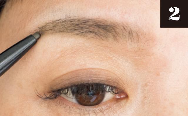 毛のない部分や薄い部分はペンシルで足す
