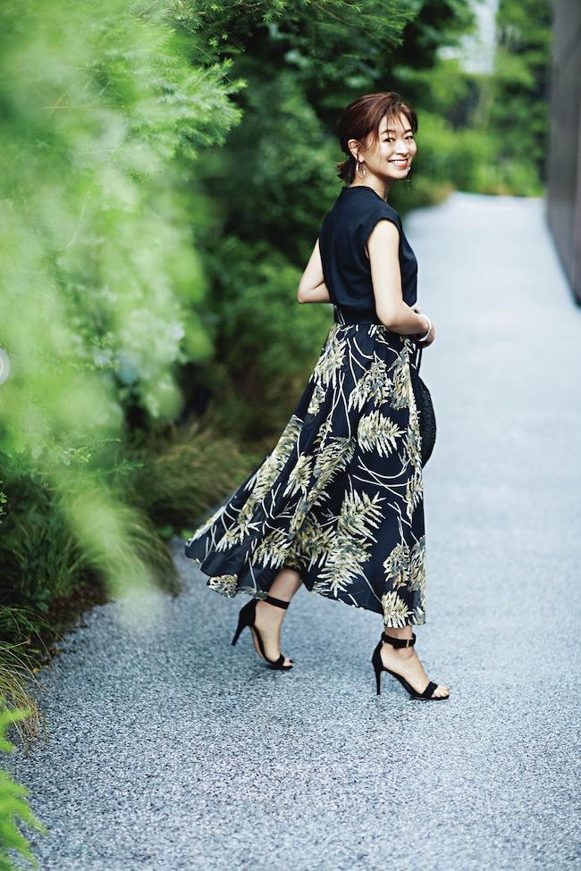 三尋木奈保さんの2020年夏のファッション プリントスカートのコーデ