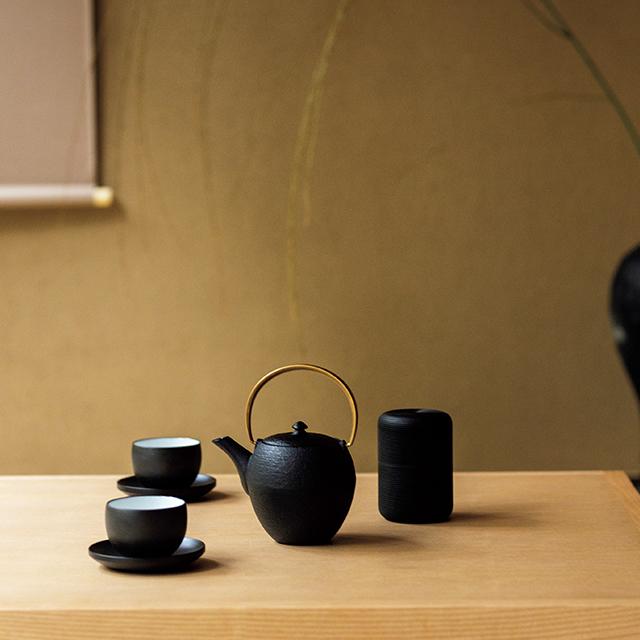 日本旅館に受け継がれるお茶のセットもモダンに昇華