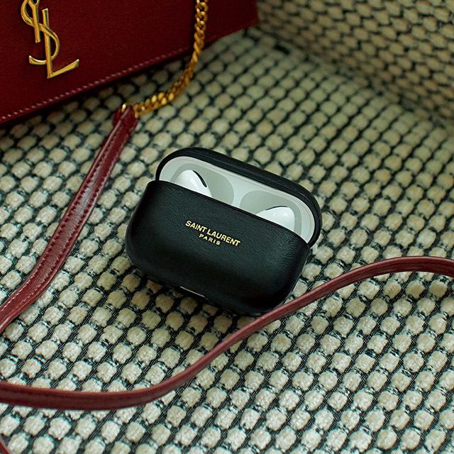スマホ&AirPodsはサンローランで美しく賢く携帯する
