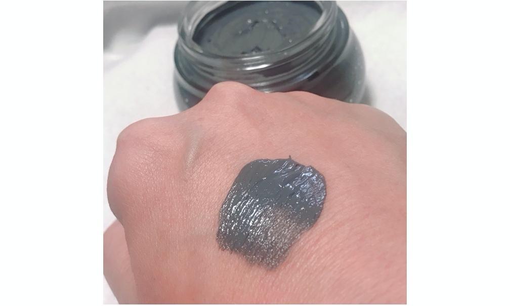 SABONのデッドシーマスクはブラシで塗布すると均一に塗れます