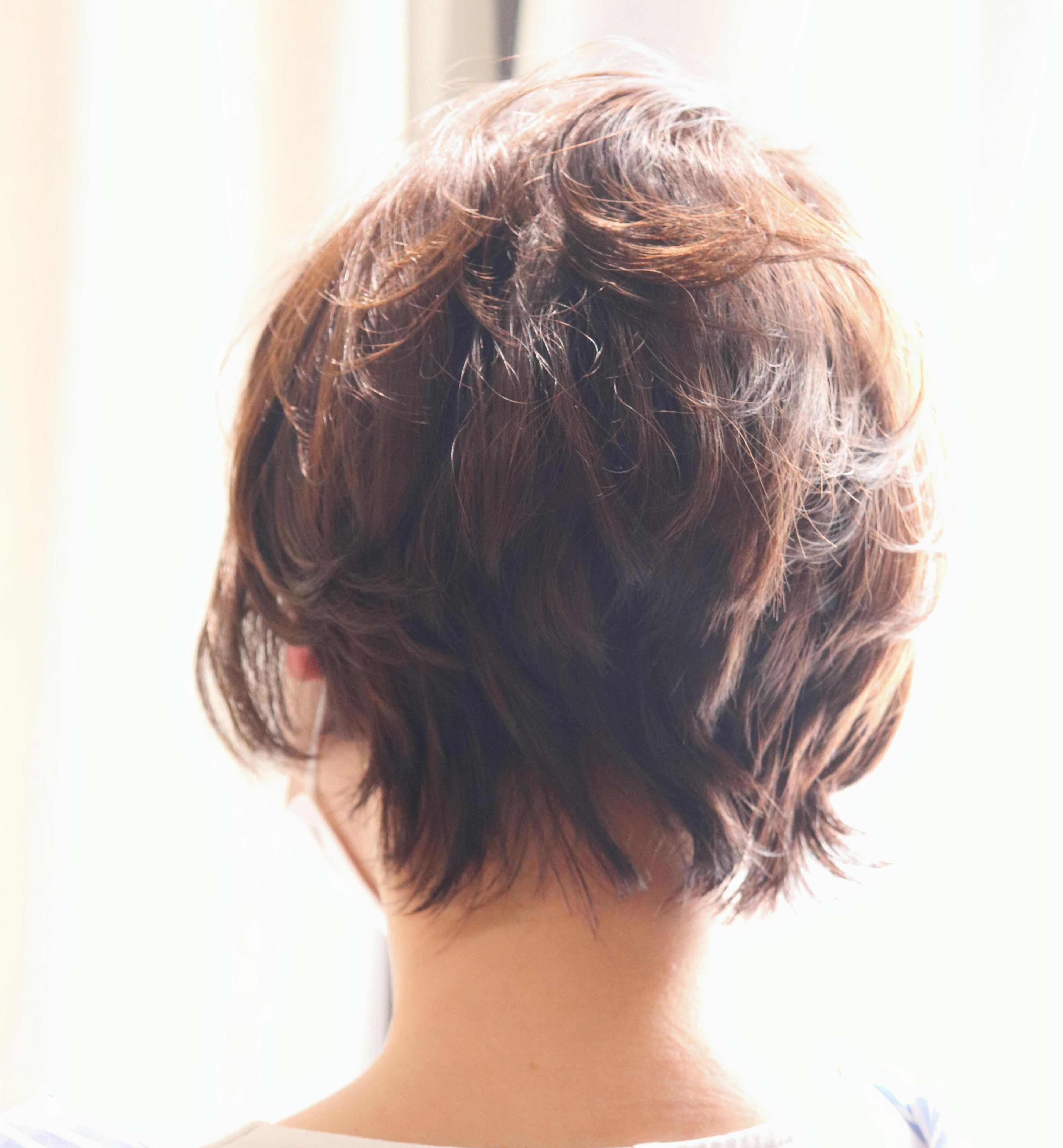 動きのあるヘアが人気。動きを出しながらトレンドを取り入れる。