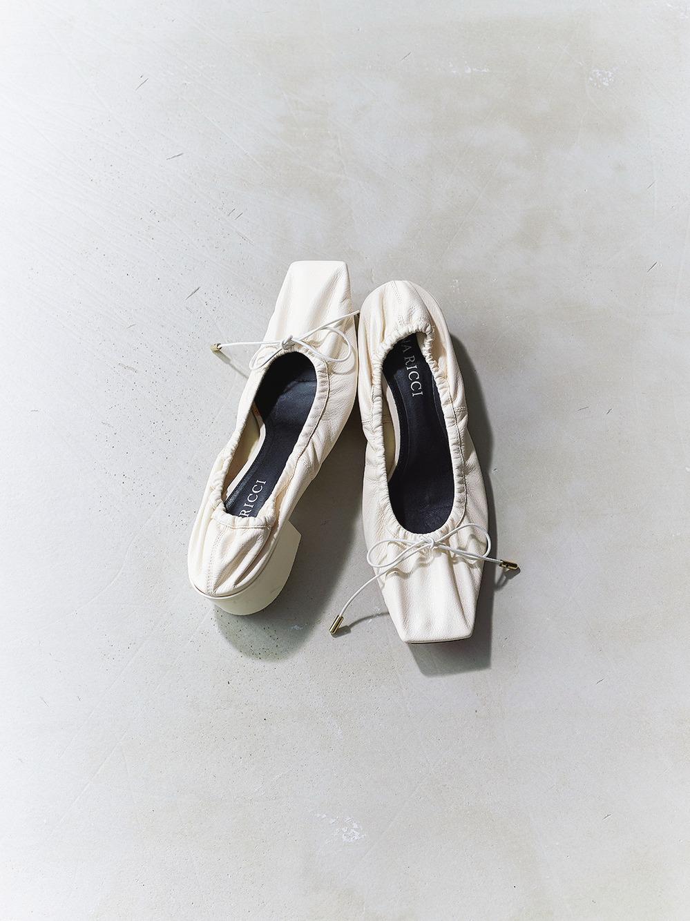 ファッション ニナ リッチのバレエシューズ