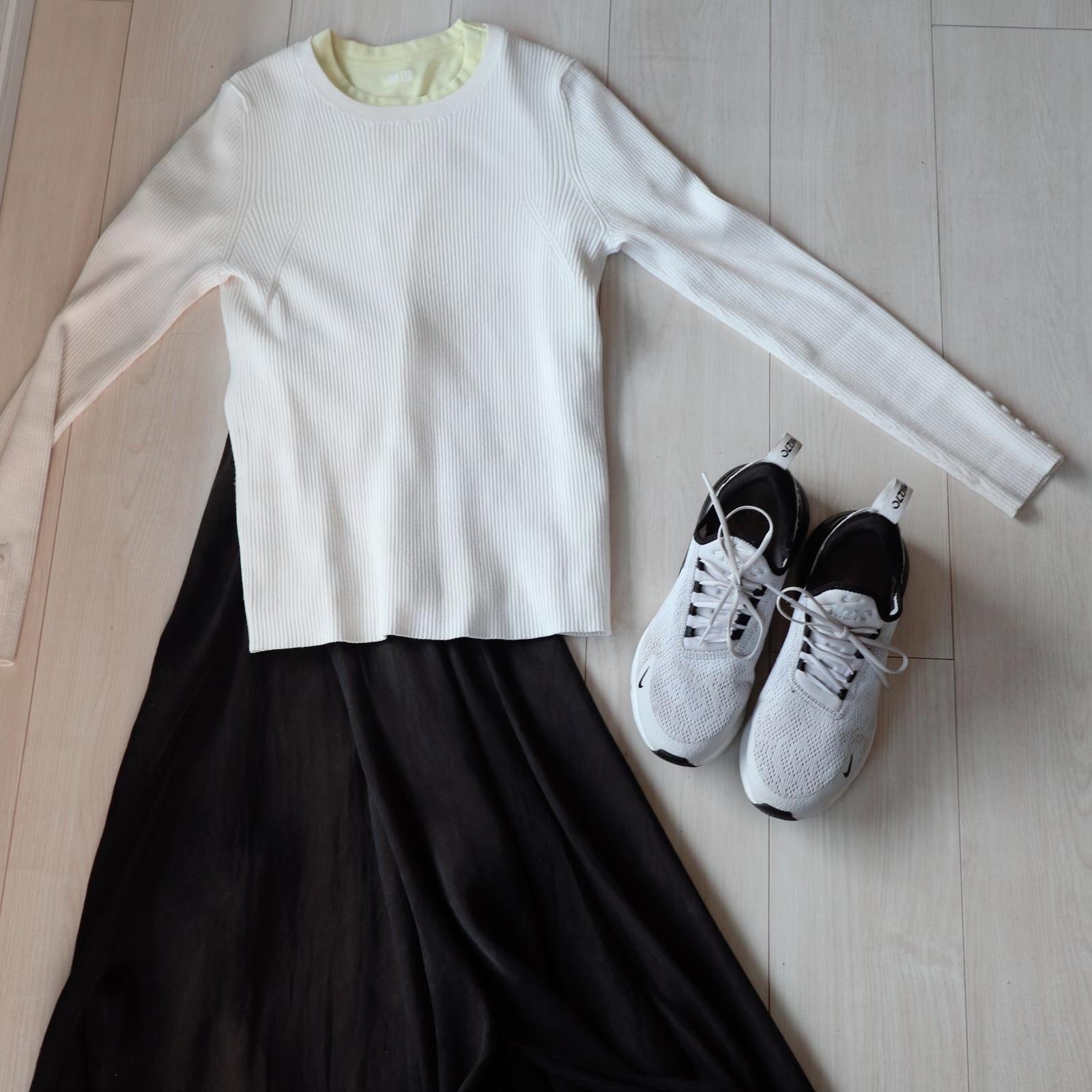 白スニーカー ユニクロ マキシスカート
