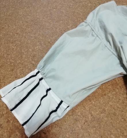 STELLA CIFFONのワンピースの袖部分。ストライプ柄が購入の決め手でした。
