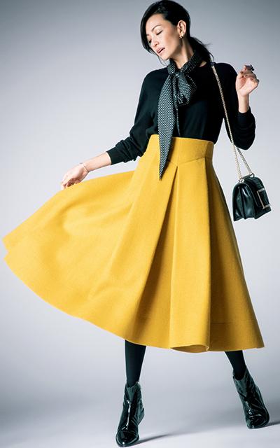 ふんわりスカートとショートブーツコーデのRINA