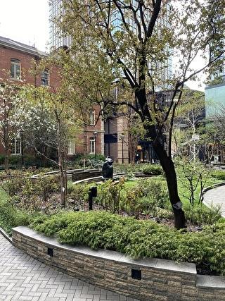 美術館前のお庭
