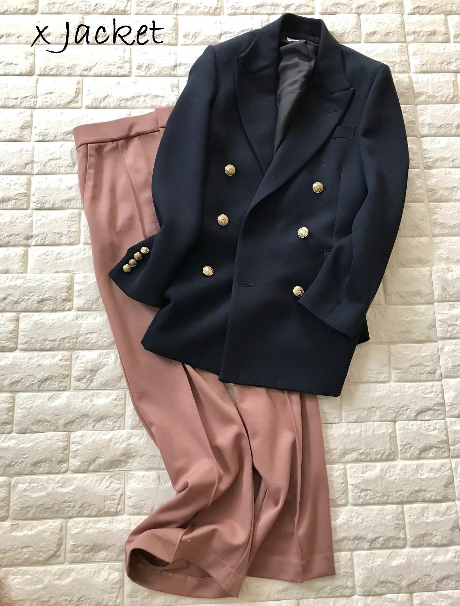 セミフレアパンツとジャケットを合わせた画像