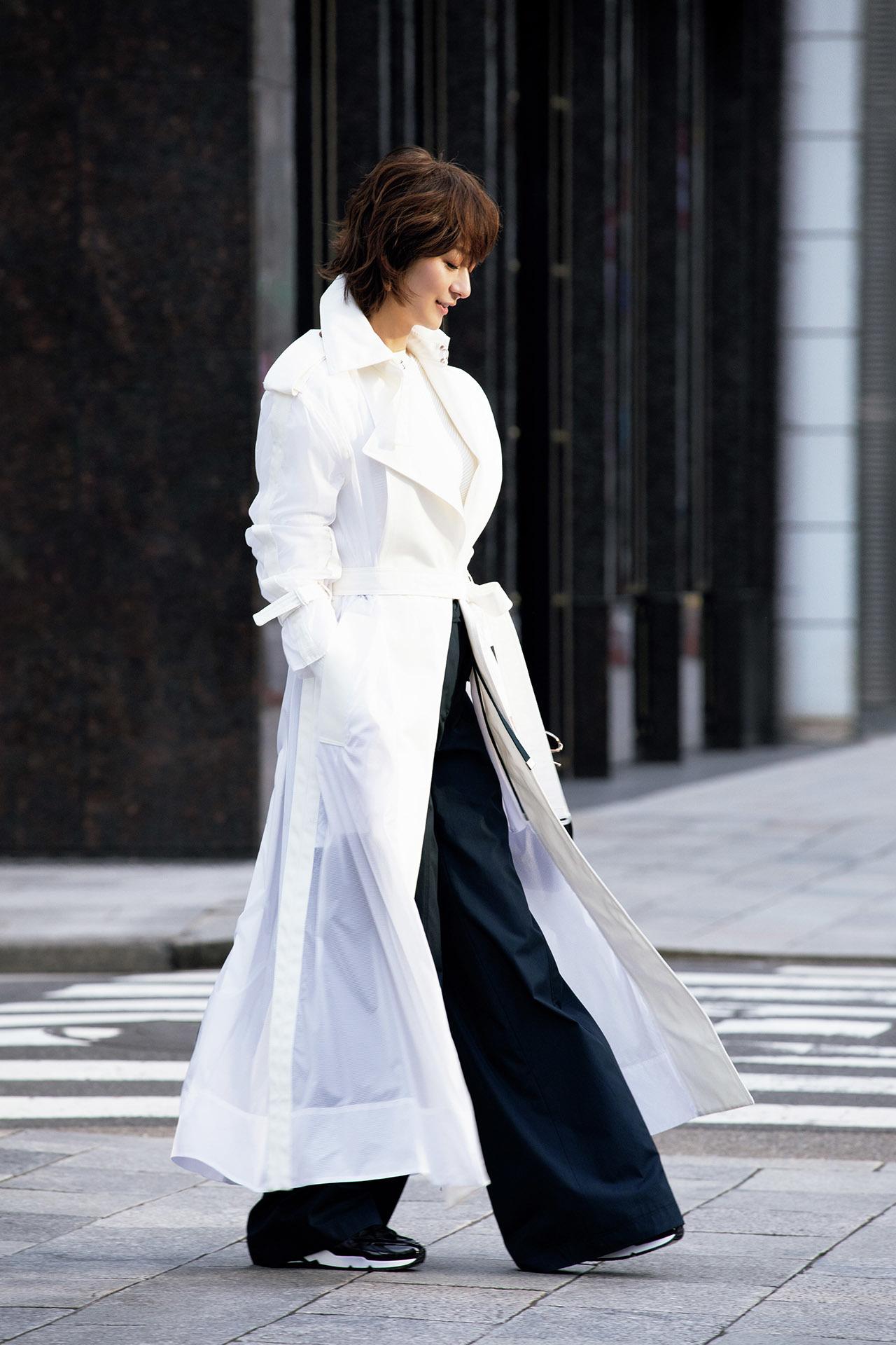 富岡佳子が着る大人の魅力の「ロング&ベルテッド」 五選_1_1-2