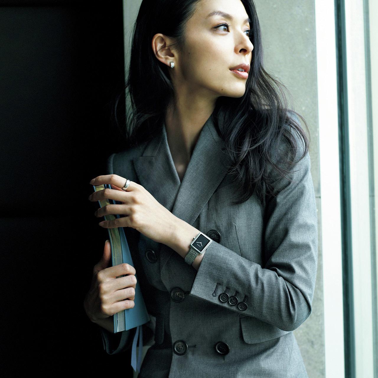 手もとに宿る品格、働く女性の最終仕上げ。華やかさと風格を添える腕時計 五選_1_1-3
