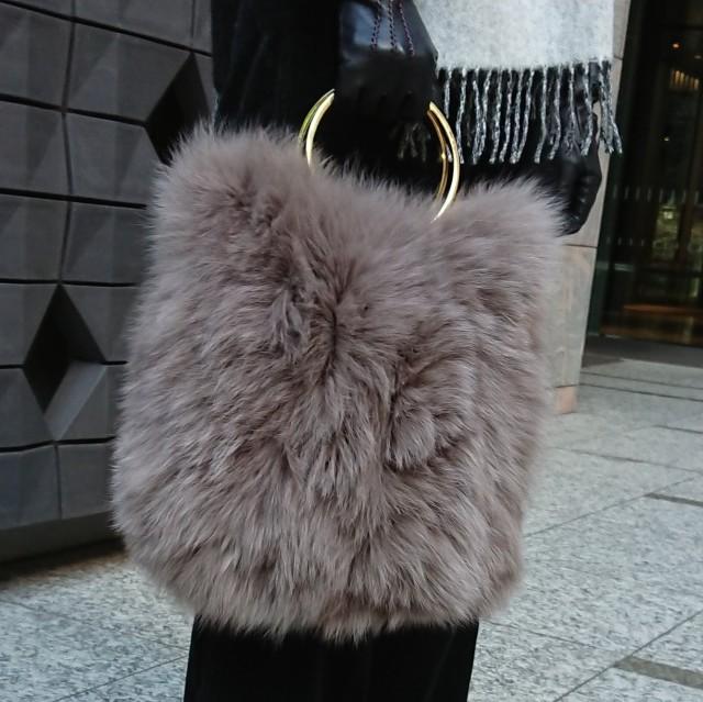 一目惚れのファーバッグをコーデのアクセントに!_1_2