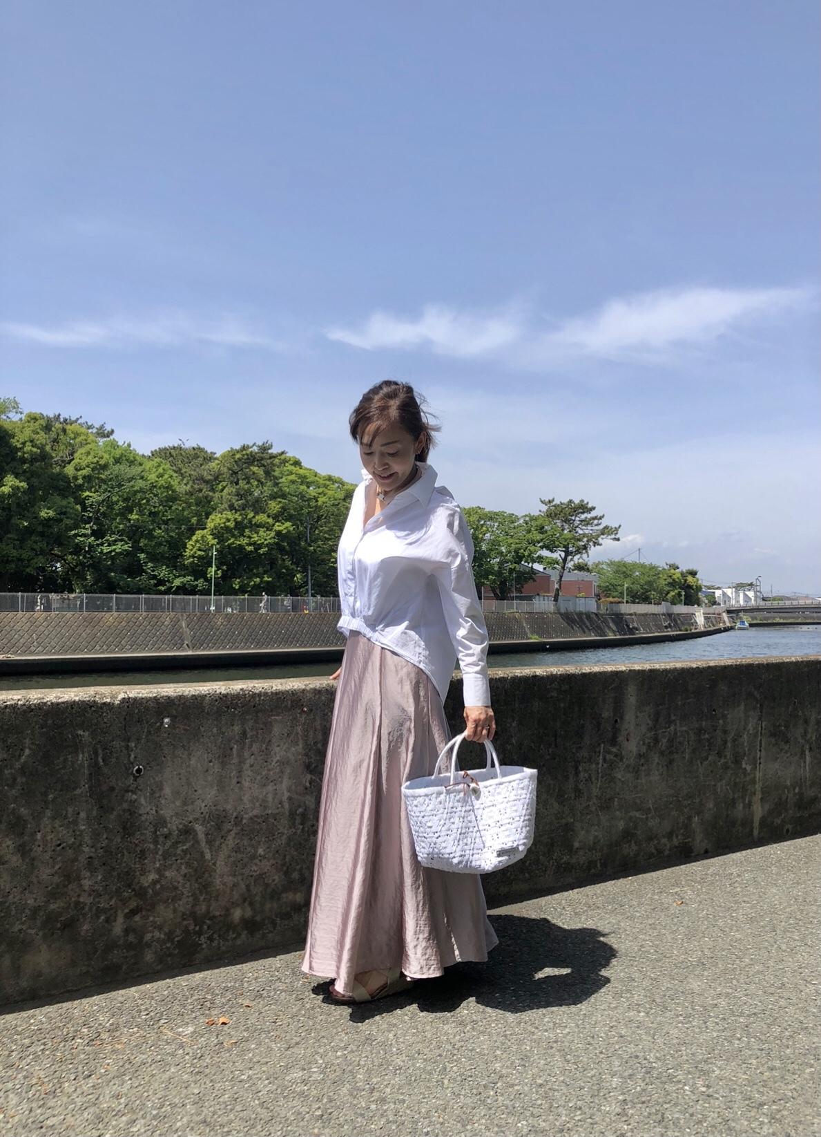 きれい色スカートと白シャツコーデ_1_3