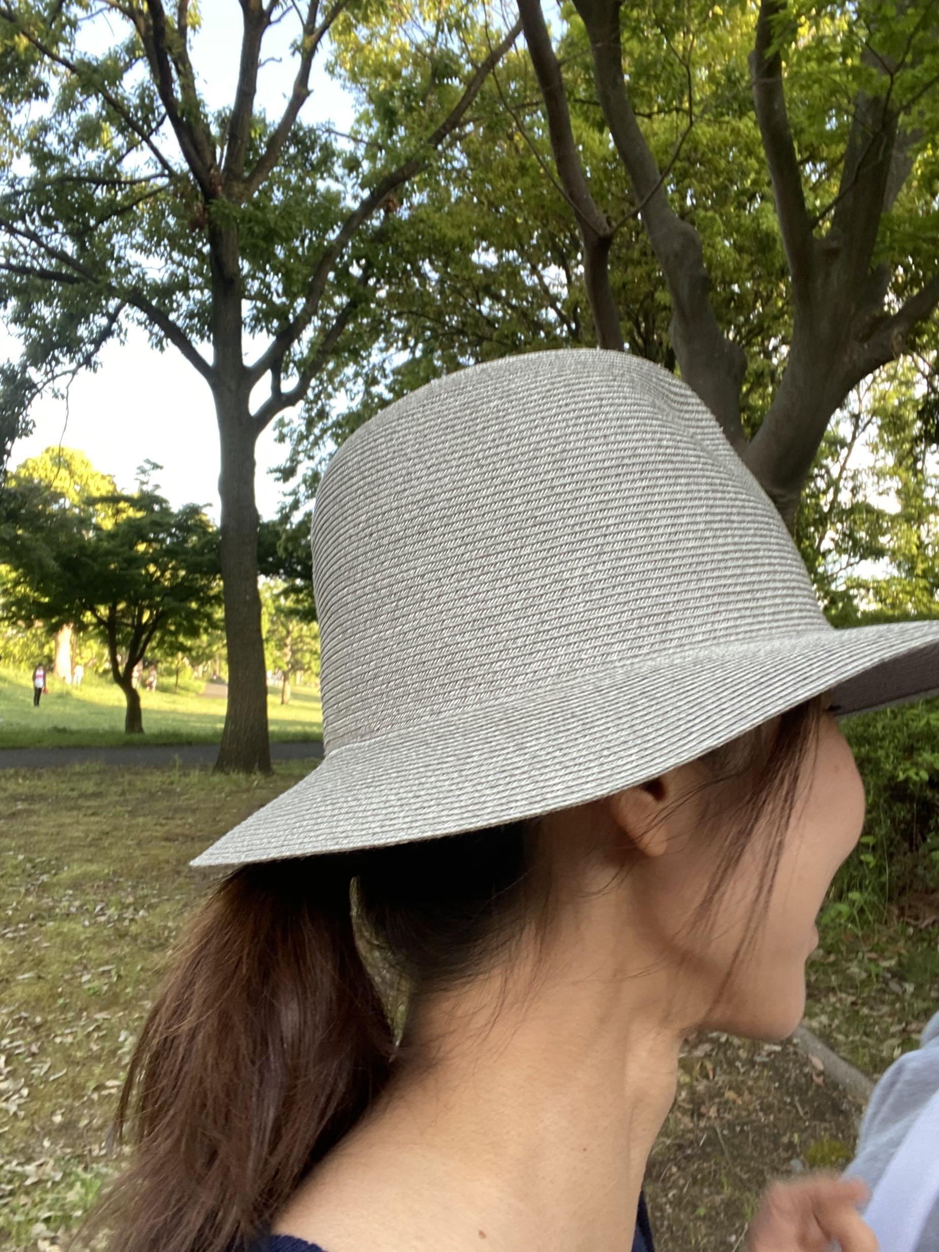 初夏の日差しにサングラスと帽子_1_3