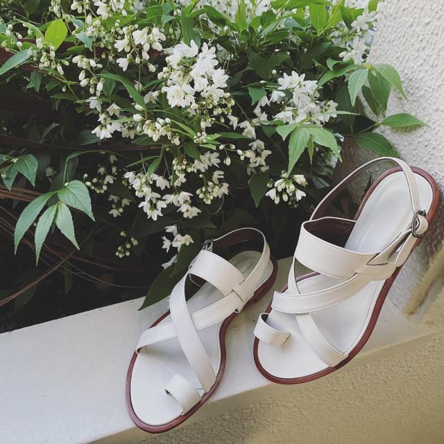 今年の夏は、足もとに白を選ぶぜいたくを。_1_1
