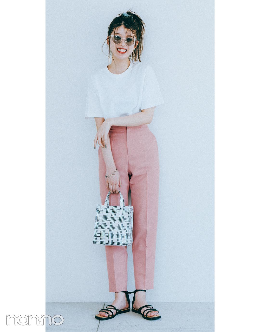 『馬場ふみか』の『ピンクのカラーパンツ』モデルカット2-3