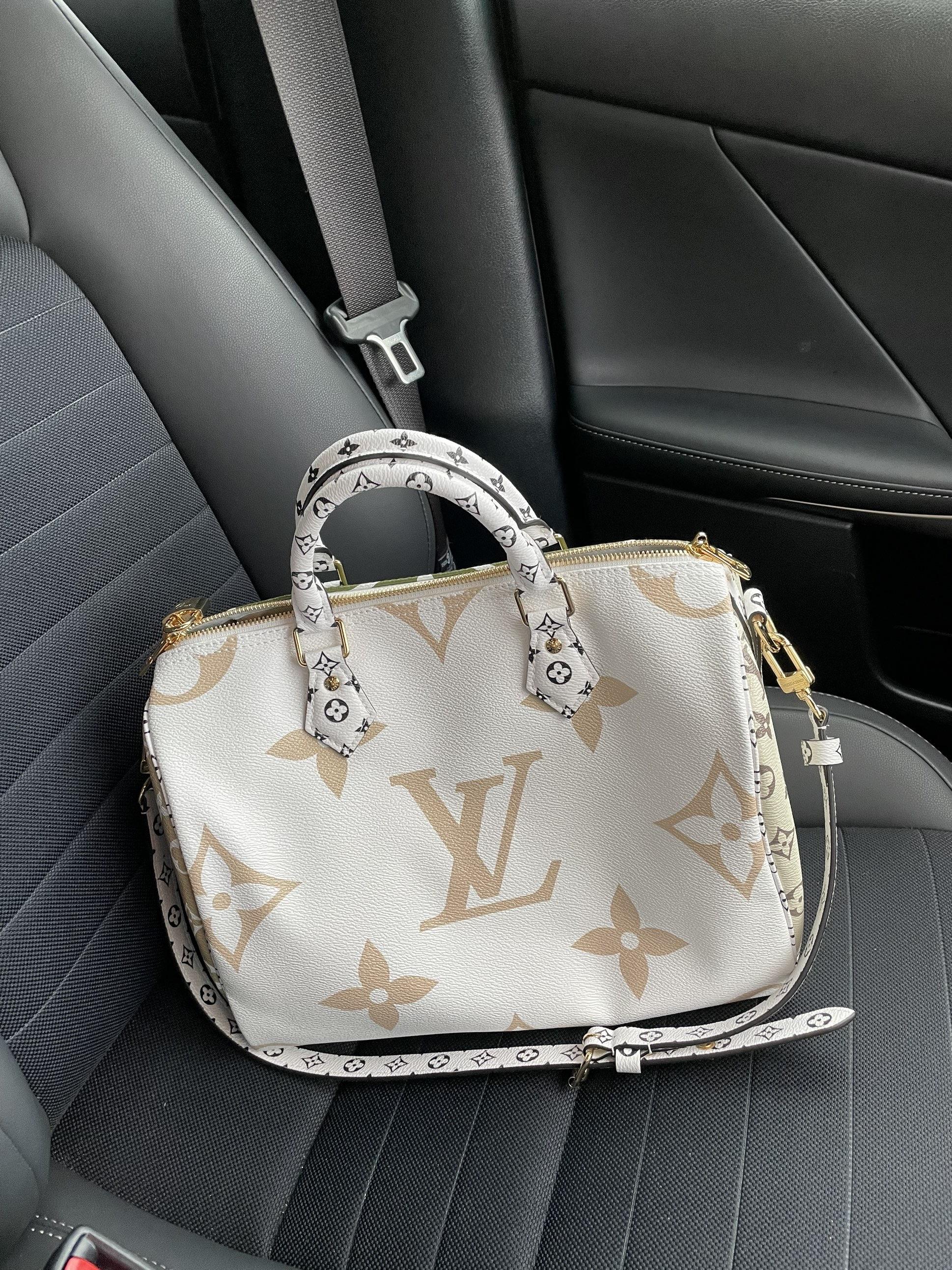 車の中 バッグ