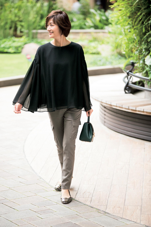 【秋の着回し】透け感たっぷりのブラウス×着やせパンツの甘辛コーデでショッピング_1_1