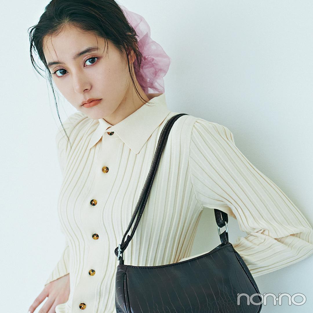 新木優子は初夏の定番白トップス+デニムをビッグシュシュで新鮮に【大学生の毎日コーデ】