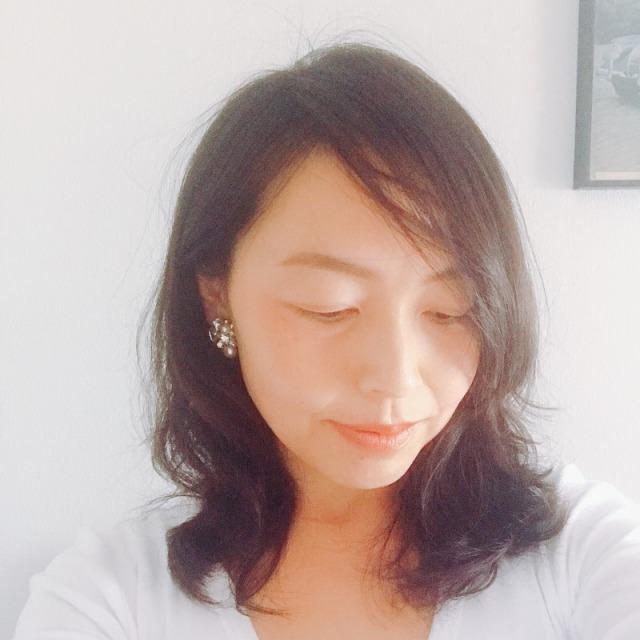髪型→女性らしいロングが◎少し巻いて曲線を+