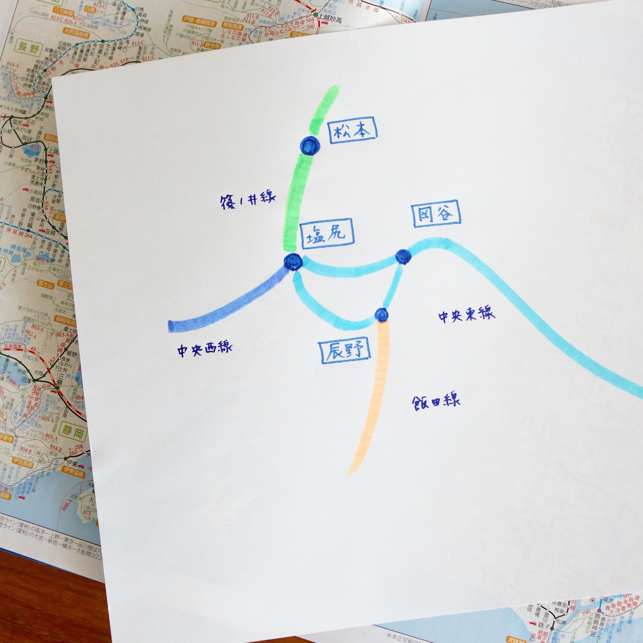 篠ノ井線の手前、中央線の謎な線形