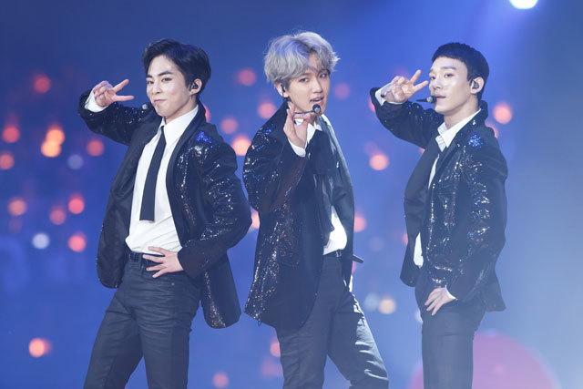 """アジア最大級の音楽授賞式""""MAMA""""が無事終了。 """"TWICE""""、""""EXO-CBX""""、""""Wanna One""""が日本のステージで躍る‼_1_4"""