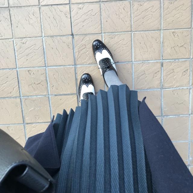 リアル通勤コーデ。心地よい気候の木曜日はVネックコートをサッと羽織って!_1_2