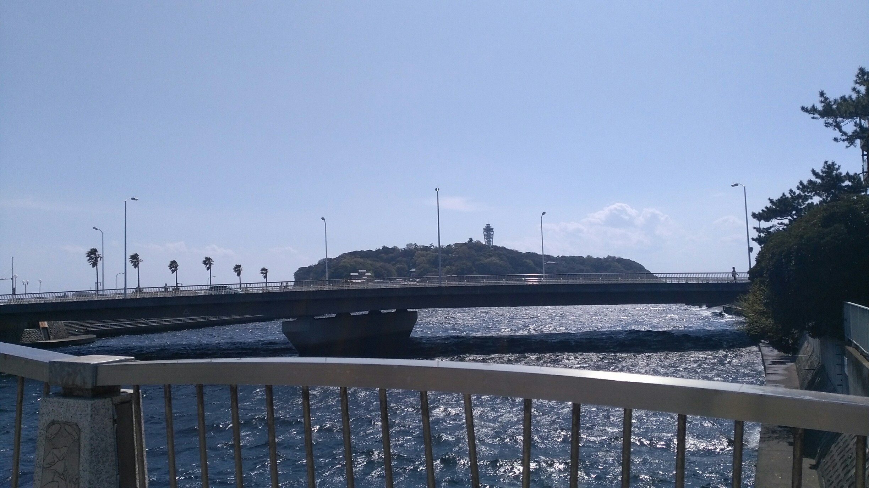 片瀬江ノ島駅をでると見える江ノ島