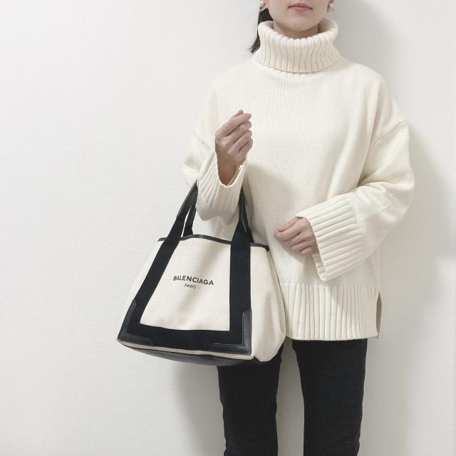 H&Mのニット。  タートルネックセーター