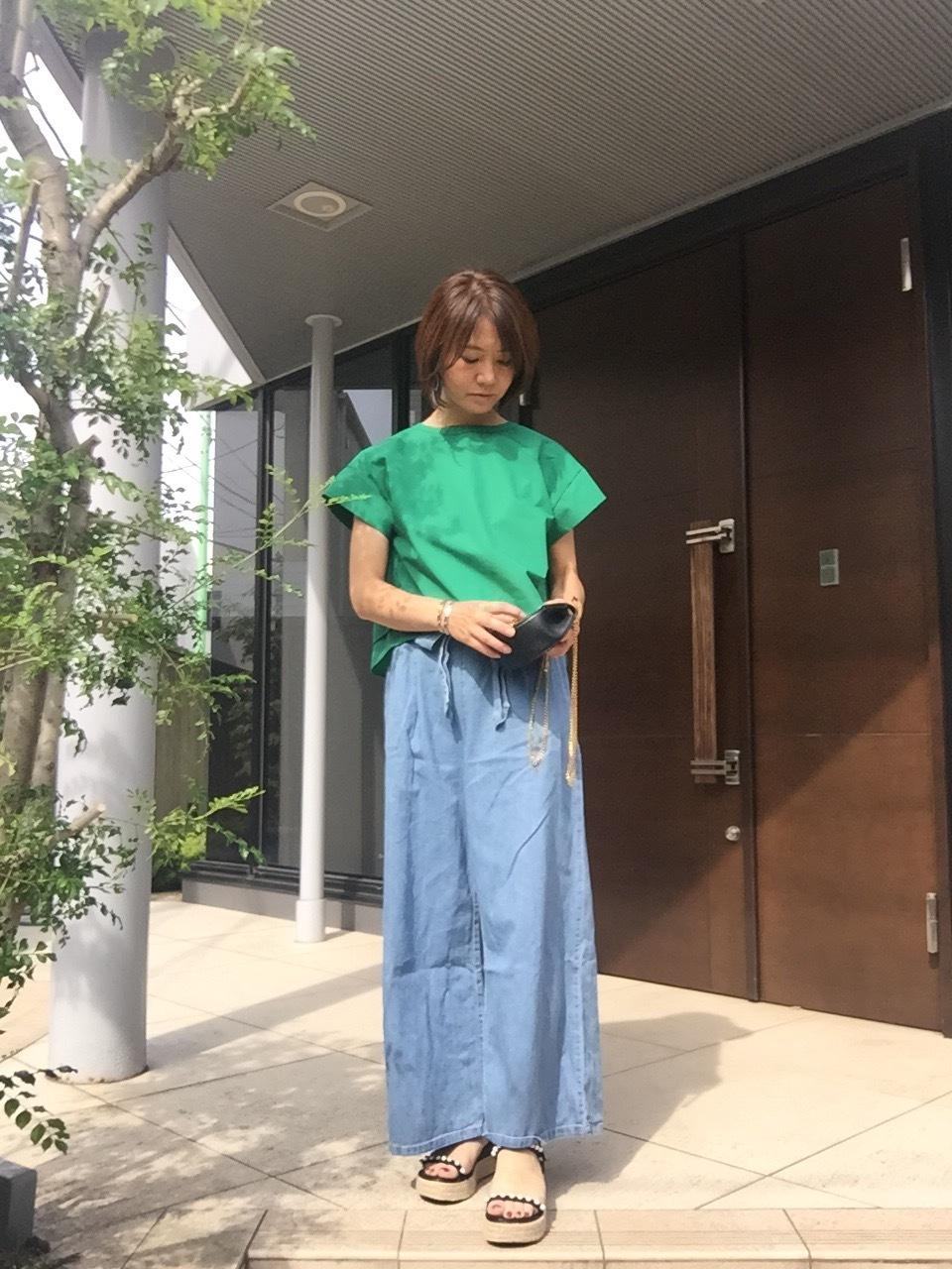 鮮やかなグリーンのトップスで初夏を先取り♡_1_4