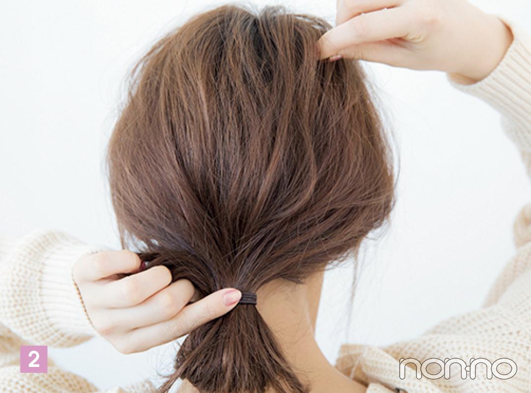 頭部の髪を少しずつ引き出し、ふんわりとしたシルエットを作る。