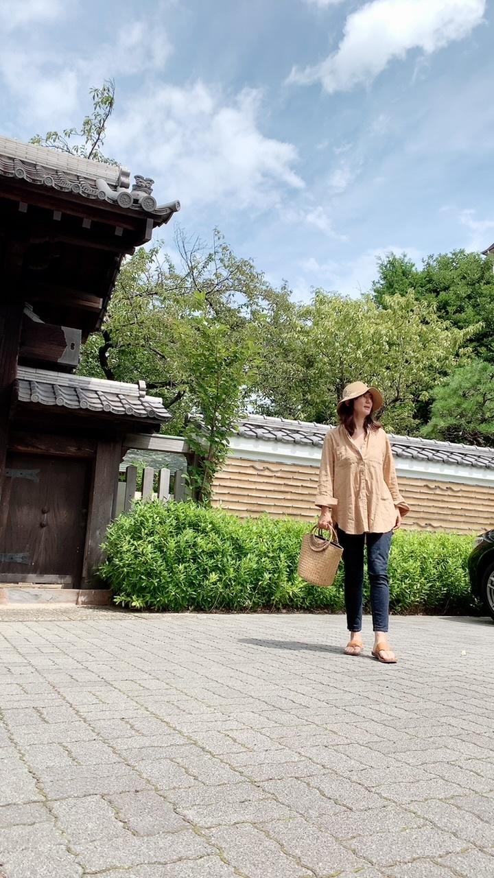 濃ベージュシャツで 華組の豊田真由美ちゃんとMiss Dior Exhibitionへ。_1_2-1